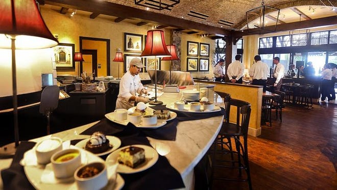 Inside Bravo Cucina Italiana Restaurant in Jupiter at Harbourside.
