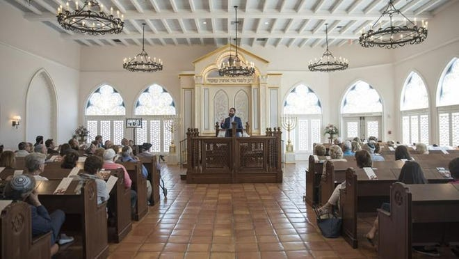 Rabbi Moshe Scheiner speaks at Palm Beach Synagogue in 2018
