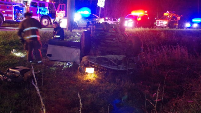 A wreck on Highway 70 West in Dickson County closed down traffic early Monday morning.