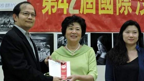 Jingru Luo Presented With Awards At 42nd International Salon of Color Photographers in Manhattan.