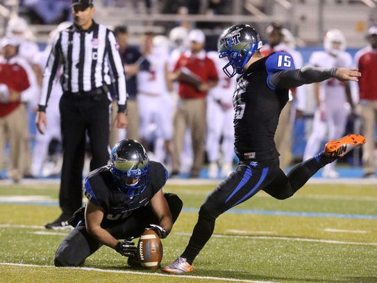 MTSU's Canon Rooker (15) makes one of his 11 extra