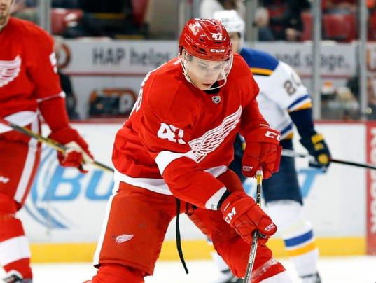 636161128969489208-AP-Blues-Red-Wings-Hockey-MI.jpg