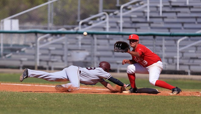 Calallen's Colton Duff is safe at first as the ball is late to Ray's John Perez during the game at Cabaniss Baseball Field on Tuesday, March 14, 2017.