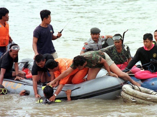 Recovering plane wreckage from water an arduous task