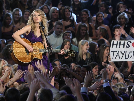 Entertainer of the Year Taylor Swift performs during