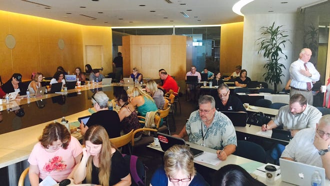 Phoenix-area teachers learn about investing so that they can better instruct students during a workshop sponsored by the Arizona Republic and the Arizona Council on Economic Education.