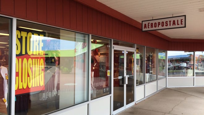 Oshkosh's Aeropostale outlet may close at the end of the year as the company negotiates a bankruptcy deal to keep some of its stores open.