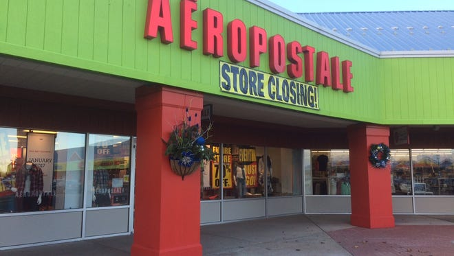Despite signs that advertise its closing, Oshkosh's Aeropostale will re-open after closing for a week in early January.