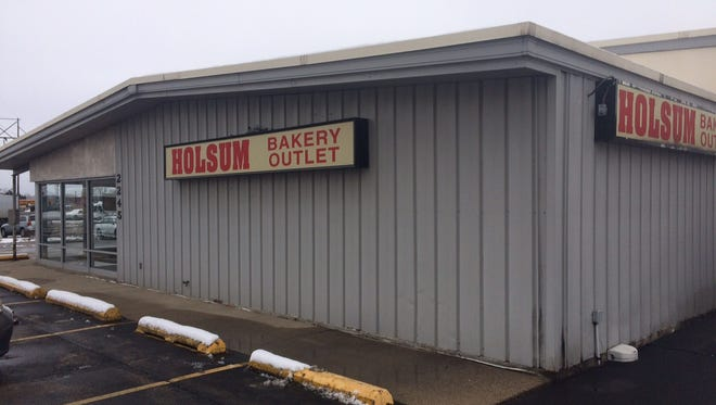 Oshkosh's Sara Lee Outlet has closed abruptly.