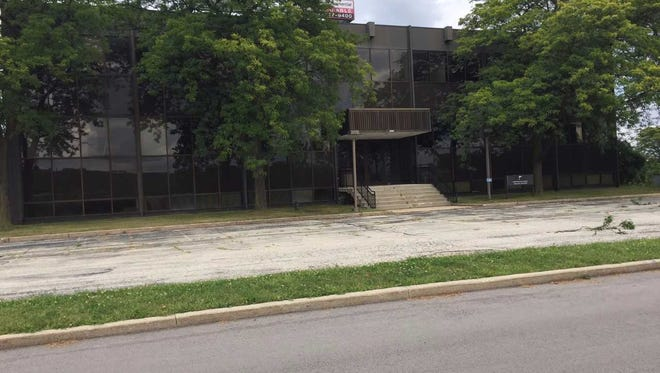 An empty Town of Brookfield office building would be demolished and replace by a Tru by Hilton hotel under a new proposal.