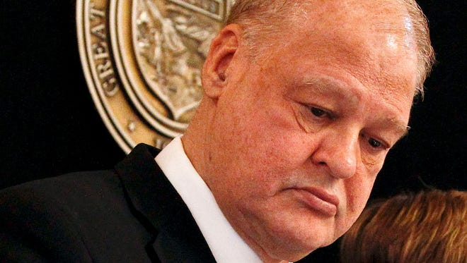 Tom Horne U.S. Rep. Matt Salmon has asked Arizona Attorney General Tom Horne to bow out of the race.