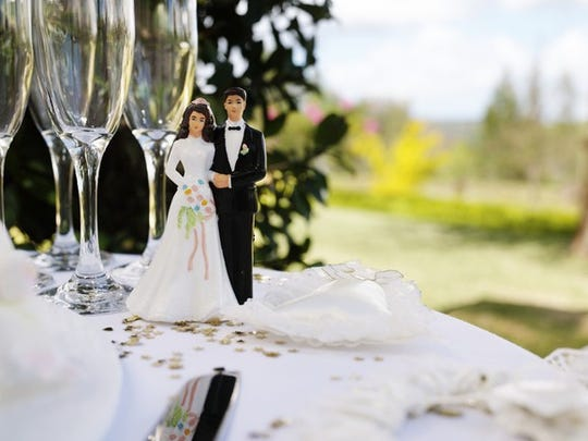Figurines on wedding cake.