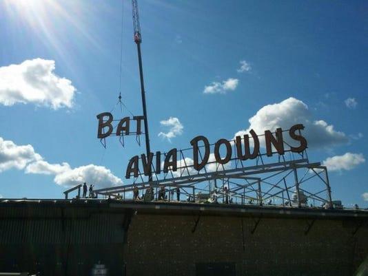 batavia-downs-sign-580x435.jpg