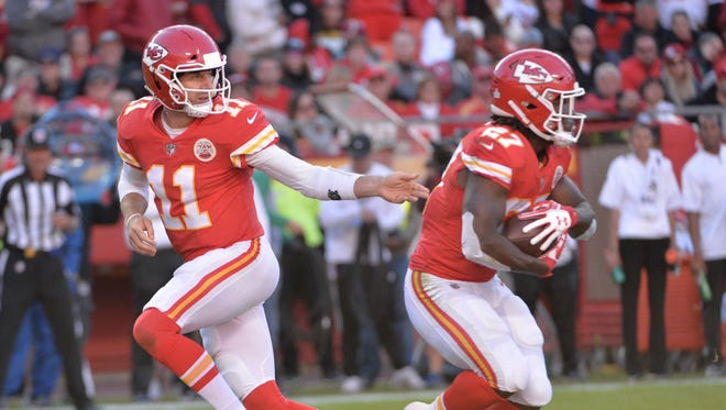 Quarterback Alex Smith and running back Kareem Hunt have propelled the Chiefs to the NFL's best record through six weeks.