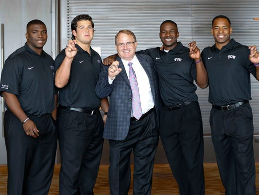 TCU head coach Gary Patterson (middle) poses for a photo with players.
