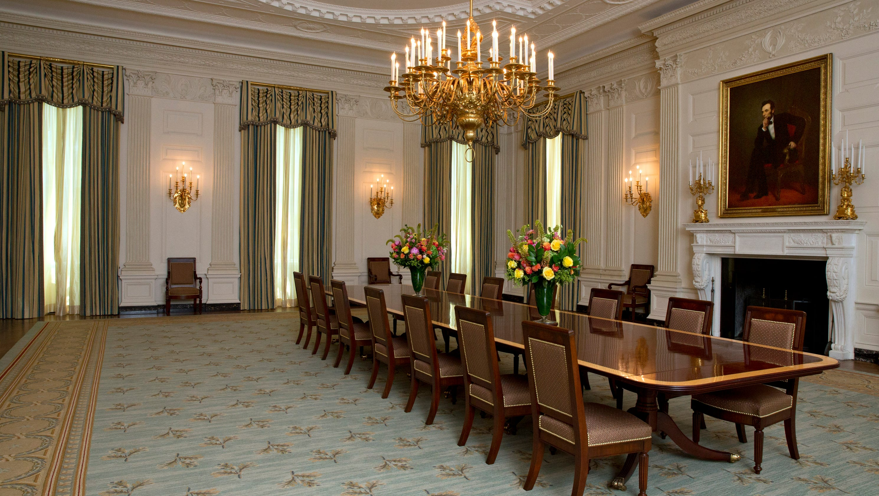 Michelle Obama Touches Up State Dining Room