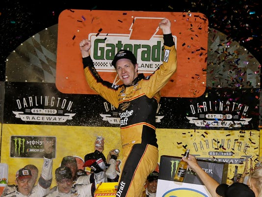 NASCAR_Darlington_Auto_Racing_06141.jpg