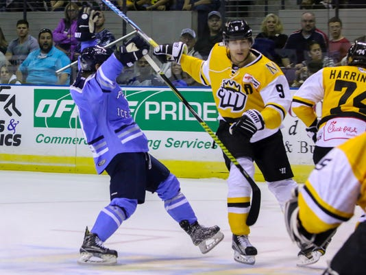 636447829180829409-sm2017-1027-iceflyers-riverkings-home-opener-0028.jpg