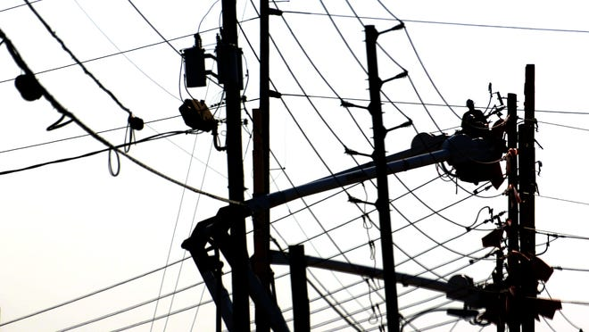 Power lines along Woodmere Road are worked on Tuesday, March 11, 2014. (Montgomery Advertiser, Amanda Sowards)