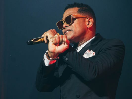 Neo-soul singer Maxwell blends R&B's past and present at