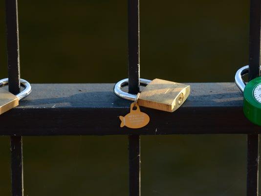 -locks05.jpg_20140816.jpg