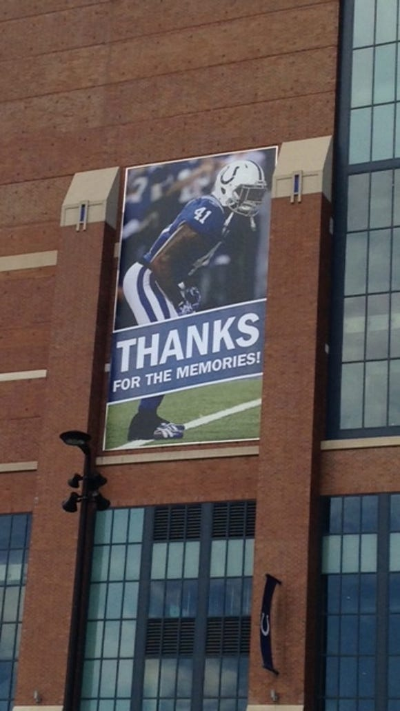 "Colts safety Antoine Bethea, who recently signed as a free agent with San Francisco, had his Lucas Oil Stadium banner include a ""Thanks For The Memories!"" wrap."