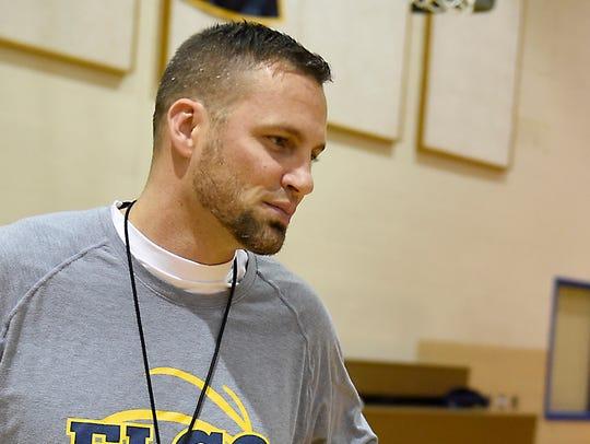 Elco boys' basketball coach Brad Conners talks to Mason