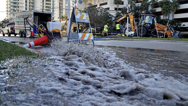 A city crew responds to a water main break in Fort Lauderdale Beach. Fort Lauderdale has been dealing with a slew of back-to-back pipe breaks of late.
