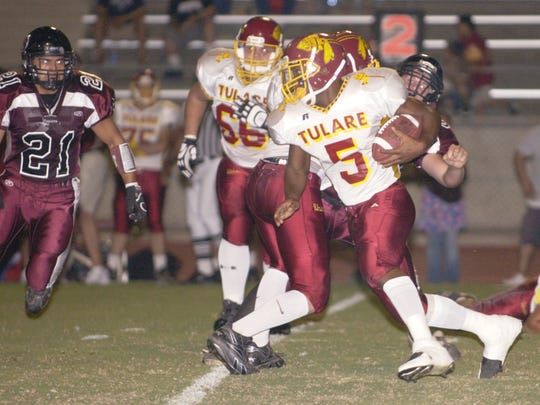 Jontell Reedom (5) runs against Mt. Whitney in the second quarter. Mt. Whitney vs. Tulare Union High School football. 