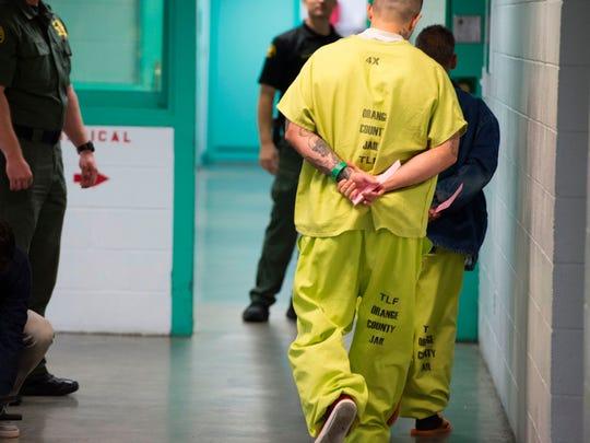 Personas en Centro de Detención de ICE.
