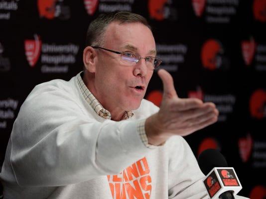 Browns_Quarterback_Decision_Football_75880.jpg