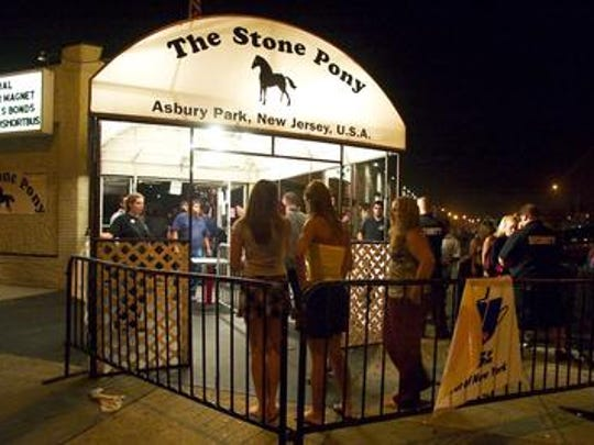 Lines form in front of the Stone Pony on the night
