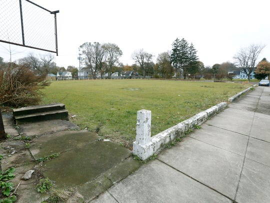 Vacant lots between Sullivan and Hoeltzer streets for