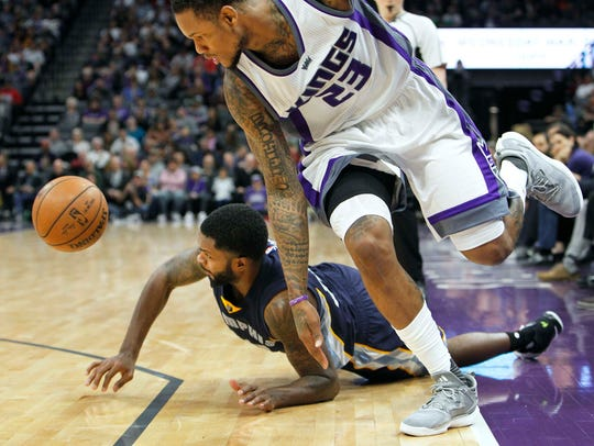Kings guard Ben McLemore (23) and Grizzlies guard Troy