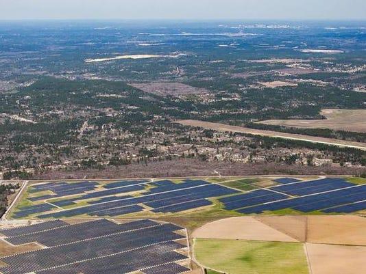 636652702509357686-Lexington-Solar-Farm-IMG-4632-fromHighFlyer.jpg