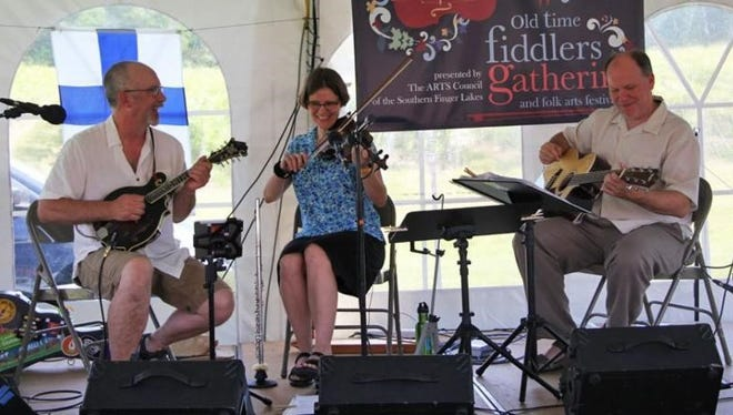 Michael Ludgate (mandolin, banjo, kantele) and Katrina Mackey (fiddle, flute), of the band Mektu, are joined by Philip Robinson on the guitar.