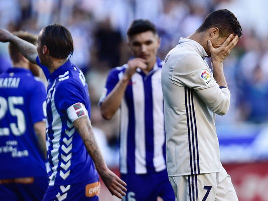 Real Madrid's Cristiano Ronaldo, reacts after missing a penal goal during the Spanish La Liga soccer match between Real Madrid and Deportivo Alaves, at Mendizorroza stadium, in Vitoria, northern Spain, Saturday, Oct. 29, 2016. (AP Photo/Alvaro Barrie