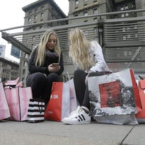 Consumer spending, incomes rose in October