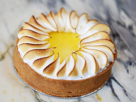 The tart citron in Ciel Dessert is made to look like