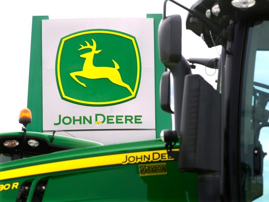 AP_EARNS_JOHN_DEERE_66447600