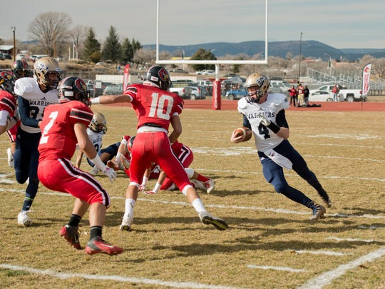 Ruidoso High quarterback Brennam Stewart runs down