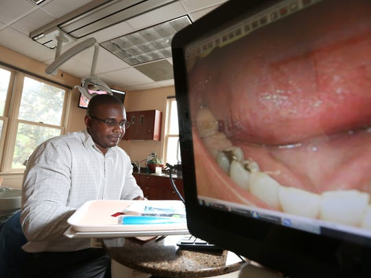 Dentist Dr. Dwayne Bodie with an image from an intraoral