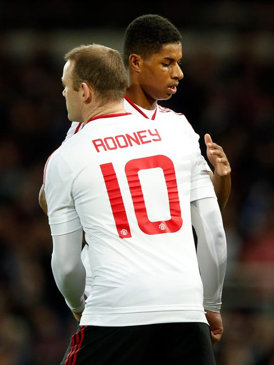United's Marcus Rashford, rear, is replaced by United's Wayne Rooney during the English FA Cup quarterfinal replay soccer match between West Ham and Manchester United at Boleyn Ground stadium in London, Wednesday, April 13, 2016.(AP Photo/Alastair Grant)