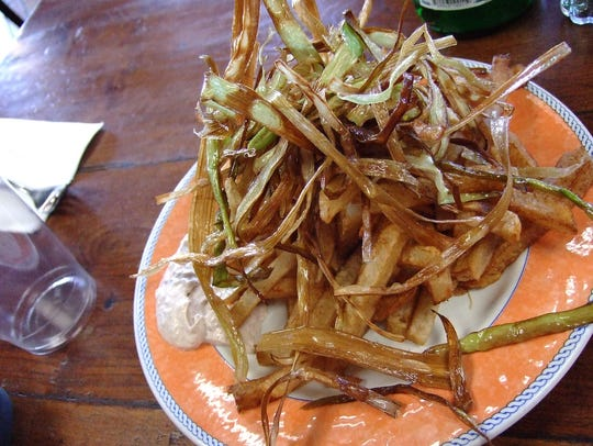 Patatine fritte with crispy leeks and Giovanni's tartar