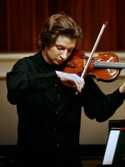 Robin Scott in the 2010 International Violin Competition