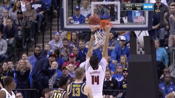 How in the world did this Louisville player miss this wide-open dunk?