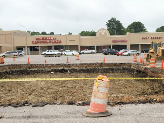 Workers continue improvements to Capitol Plaza Shopping