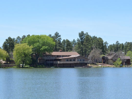 Lake of the Woods Resort in Pinetop-Lakeside offers