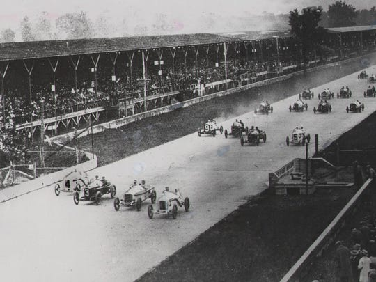 The 1915 Indianapolis 500 started four abreast down the main straightaway.
