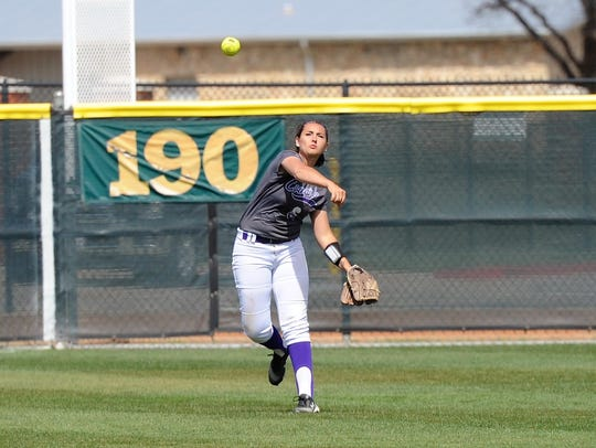 Hardin-Simmons left fielder Laura Guerrero (6) throws